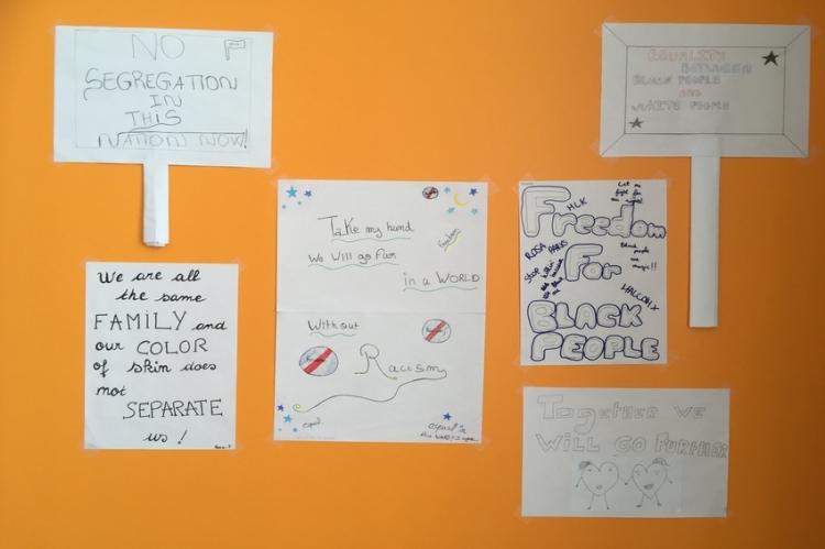 Les travaux des élèves de 3eA, 3eC et 3eE en cours d'Anglais